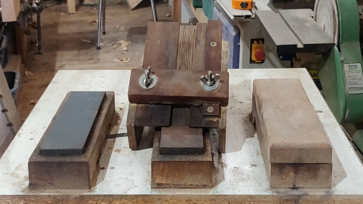 sharpening system with Norton India oil stones